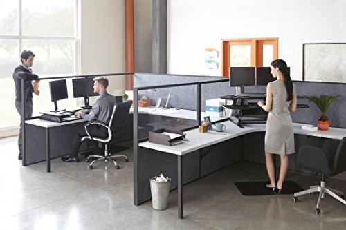 VARIDESK Cube Plus 48 Sitz-Steh-Schreibtisch - Steharbeitsplatz Anordnung im Büro