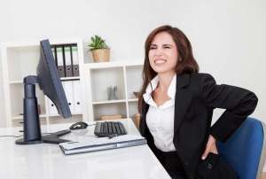 Gesundes ergonomisches Sitzen ist wichtig um Rückenschmerzen vorzubeugen