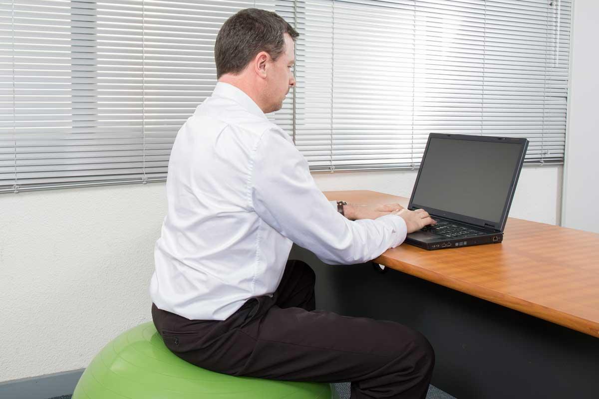 Sitzball im Büro und am Arbeitsplatz